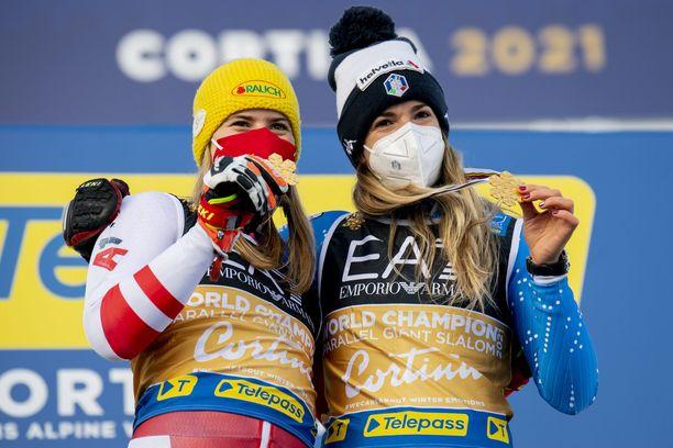 Katharina Liensberger nousi Marta Bassinon kanssa keskimmäiselle korokkeelle.