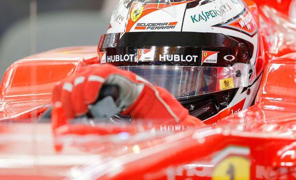 Kimi Räikkönen selvästikin viihtyy Ferrarilla.