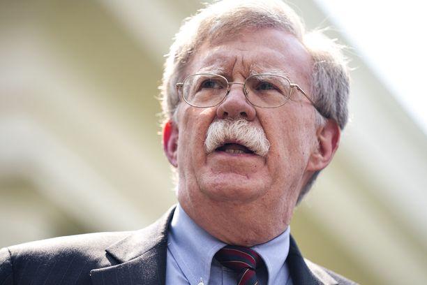 John Bolton kuuluu Yhdysvalloissa niihin kovan linjan haukkoihin, jotka ovat valmiita viemään maansa vaikka sotaan puolustamaan etujaan.