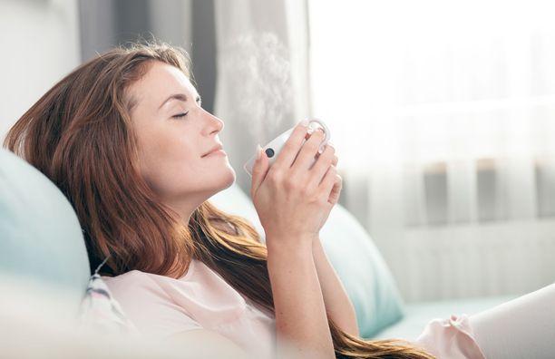 Tutkimuksessa seurattiin, vaikuttavatko kofeiinin saannin päivittäiset vaihtelut päänsärkyihin. Kahvin lisäksi myös muut kofeiinia sisältävät juomat vaikuttivat päänsärkykohtauksia lisäävästi.