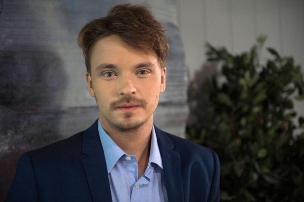 Roope Salminen aloittaa Putous-ohjelman juontajana vuonna 2017.