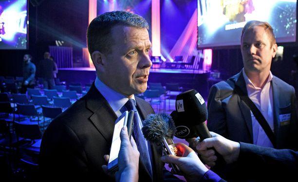 Kokoomuksen puheenjohtajan Petteri Orpon mukaan Alma Median sote- ja maakuntauudistuskyselyn tulokset ovat odotettuja. Puolet kokoomuslaisista vastustaa maakuntauudistusta, mutta 70 % kannattaa varsinaista sote-uudistusta. Orpo pitää vielä iltapäivällä puolueen tulevaisuuspäivillä Tampereella puheen, jossa käsitellään myös sote-uudistusta.