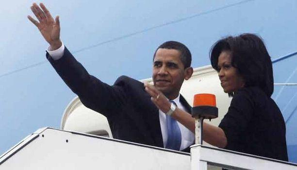 Hei hei, Lontoo! Obaman pariskunta vilkutti hyvästit Britannialle, ennen kuin presidentin yksityiskone lennätti heidät Ranskaan.