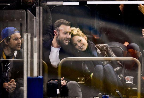 Cooke Maroney ja Jennifer Lawrence ovat tarkkoja yksityiselämästään. Kuva marraskuulta 2018.