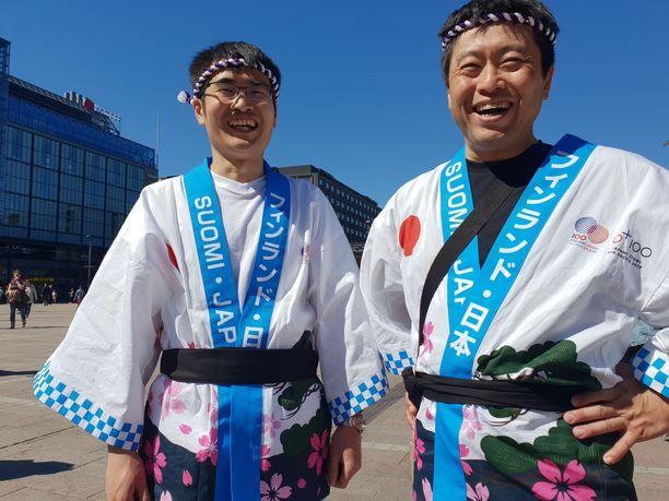 """Yoshito (vas.) ja Kei tietävät, mikä Suomessa on parasta. """"Kesä!"""""""