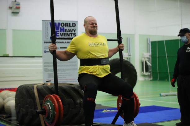 Jesse Pynnönen tunnetaan voimailuakin paremmin kilpasyönnistä.