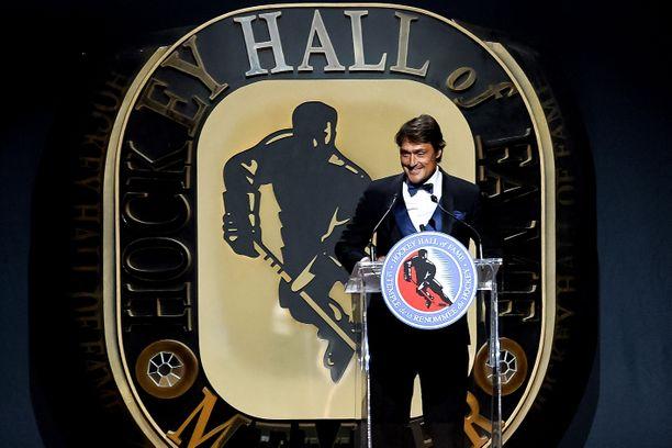 Teemu Selänne kutsuttiin uransa jälkeen itseoikeutetusti jääkiekon pyhimpään, Torontossa sijaitsevaan Hockey Hall of Fameen. Kiitospuheensa valinnasta kunniagalleriaan hän piti marraskuussa 2016.