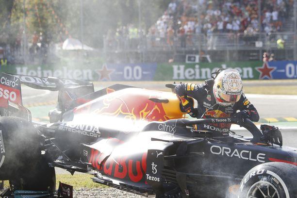 Max Verstappen kipusi pois Red Bullistaan kolarin jälkeen.