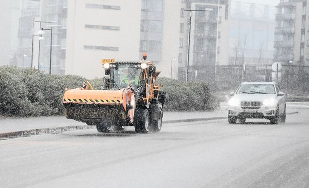 Lumisateet tekevät tiistaina ajokelin huonoksi etelä- ja länsirannikolla, kertoo Foreca.
