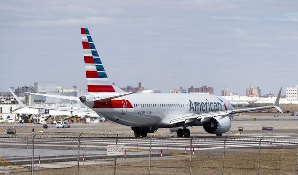 American Airlinesin Boeing 737 Max 8 LaGuardian lentokentällä New Yorkissa tiistaina.