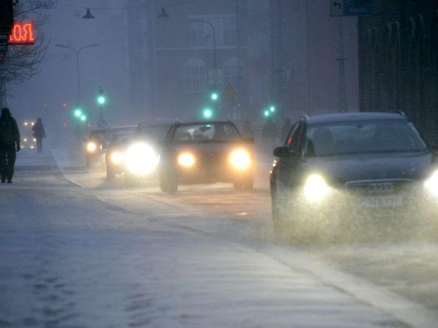 Lumimyrsky pyryttää huomenna Pohjois- ja Itä-Suomessa. Kuvituskuva.