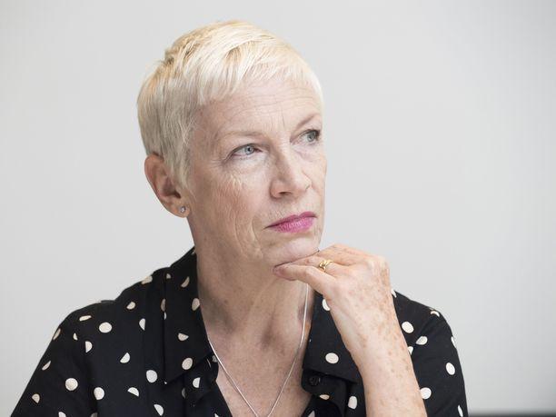 Skottilaulaja Annie Lennox paljastaa kärsivänsä musertavasta hermokivusta, joka on peräisin yli kymmenen vuoden takaisesta selkäleikkauksesta.