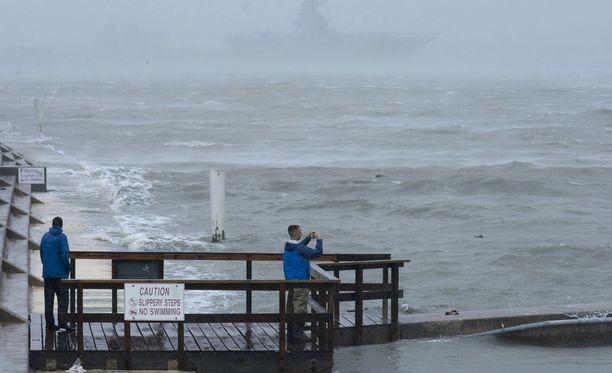 Harvey-hurrikaani on jo Texasin mantereella.