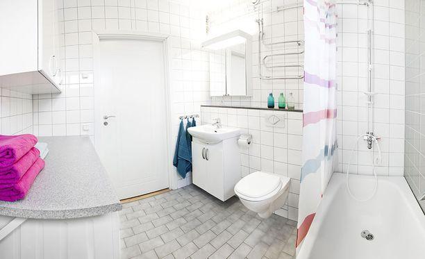 Kylpyhuoneen seinän sisältä löytyi viesti.