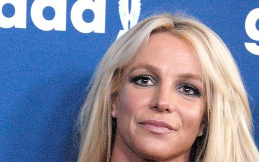 Britney Spears hävisi kiistan omasta huoltajuudestaan - lopettaa keikkailun ellei päätös muutu
