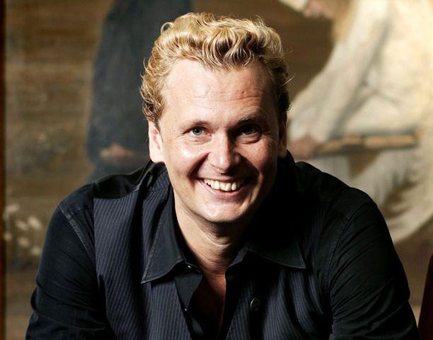 Antti Jokisella on syytä hymyyn. The Resident on hänen ensimmäinen pitkä elokuvansa.