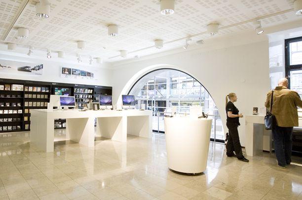 Uusi liike sijaitsee paraatipaikalla Helsingin Aleksanterinkadulla.