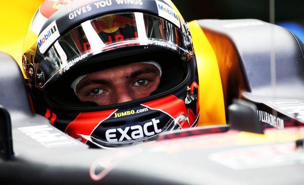Syntymäpäiväänsä viettävä Max Verstappen oli osallisena kolarissa Malesian harjoituksissa.