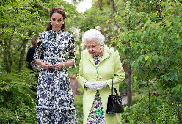 Asiantuntija epäilee herttua Catherinen suhteen kuningattareen olevan vain muodollinen.