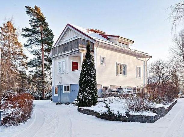 Vuonna 1953 rakennettu talo on myynnisä Espoonkeskuksessa 295 000 euron hintaan.