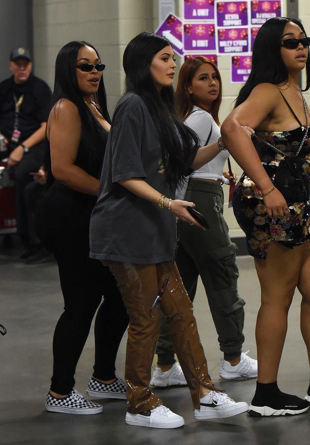 Kylie Jennerin kerrotaan olevan neljännellä kuulla raskaana. Kuvassa Kylie iHeart Radio -festareilla eilen Las Vegasissa.