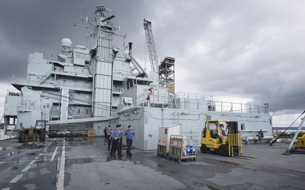 Sairaalalaiva RFA Argusta valmisteltiin tiistaina lähtöön kohti Sierra Leonea. Perjantaina Cornwallista Britanniasta matkaan lähtevässä laivassa on tilat sadalle potilaalle, mutta nyt sitä käytetään lähinnä tarvikkeiden kuljettamiseen ebola-alueille.