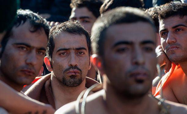 Suunsa kiinni ommelleet miehet ovat BBC:n mukaan Iranin kurdivähemmistön edustajia.