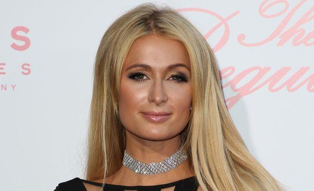 Paris Hilton katuu edelleen seksivideotaan, joka julkaistiin reality-tähden lupaa kysymättä.