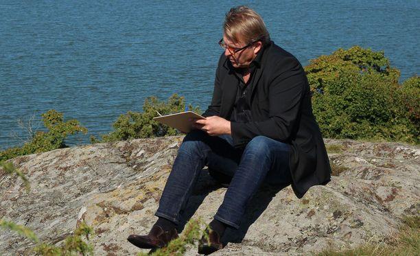 Joel Hallikainen kirjoittaa illan jaksossa kirjeen päihdeterapeutti Mika Kanaselle.