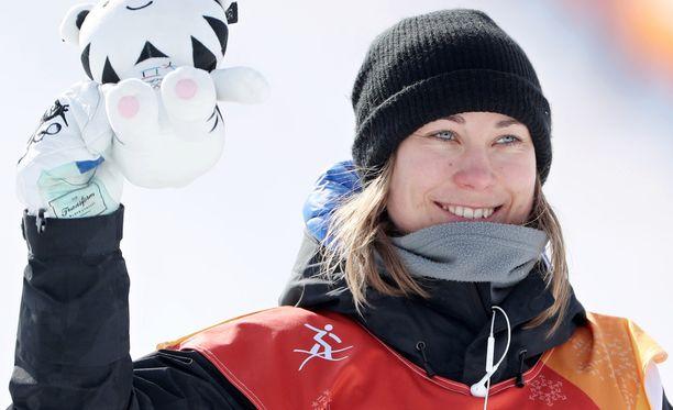 Enni Rukajärvi hymyili leveästi pronssimitalin varmistuttua.