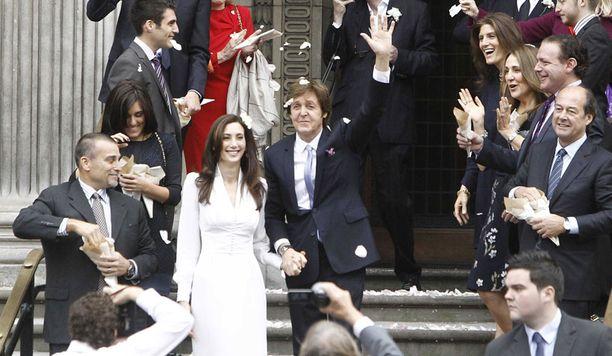 Sir Paul McCartney meni naimisiin Nancy Shevellin kanssa lokakuus. Liitto on miehen kolmas.