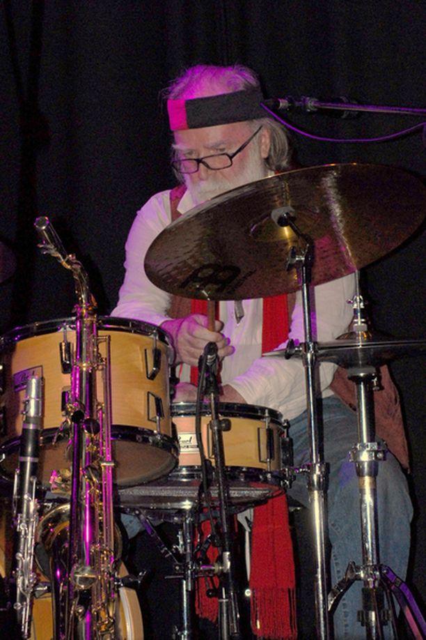 Anssi Mänttäri aloitti rumpalina jo ennen elokuvauraansa.