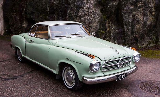 Borgward Isabella Coupe 1960:n maukas väriyhdistelmä on Jade Grün / Elefanten Bein.