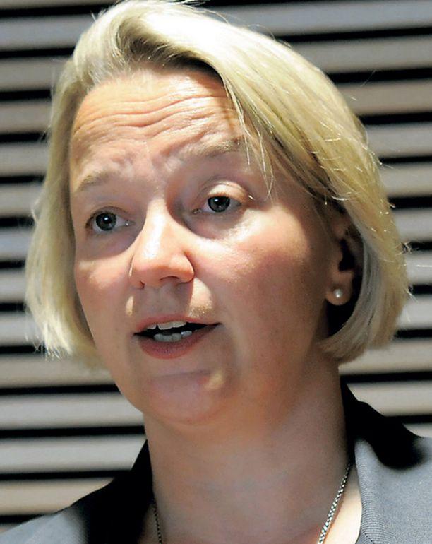 Tuija Braxin mukaan oikeusministeriön tiedonkulussa on vakavia ongelmia.