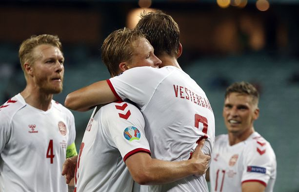 Kasper Dolberg (edessä vasemmalla) sai viimeistellä Tanskan voittomaalin.