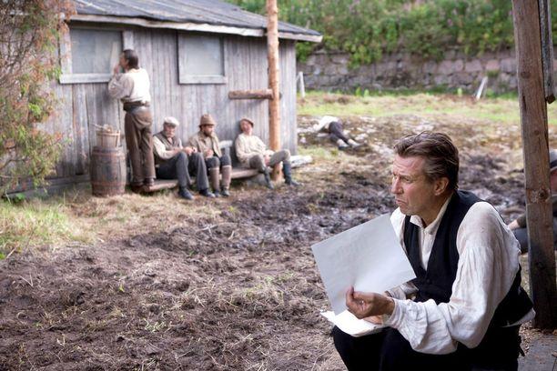 Suomen hauskin mies -elokuvan tapahtumapaikkana on punavankien leiri.