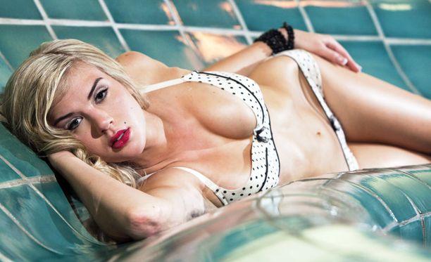 Anni Uusivirta flittaili rohkeasti kameralle kylpylän alusvaatekuvauksissa. Missiasiantuntijoiden mukaan Anni kuuluu ehdottomasti kärkikolmikkoon.