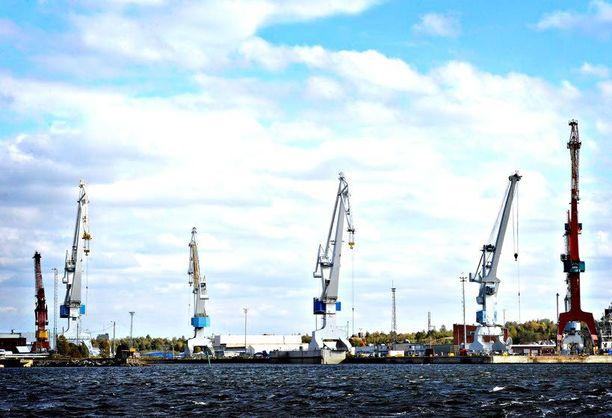 Rauma Marine Constructions vastaa nykyään Rauman telakasta. RMC työllistää noin 50 henkeä. Emiirien uuden huvikeskuksen myötä heille riittää töitä.