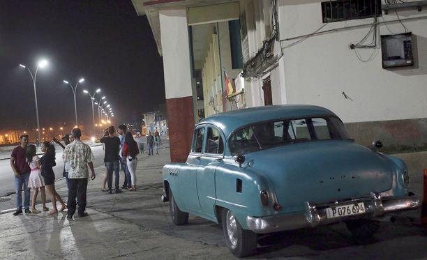 Kuubalaiset kokoontuivat suremaan ex-presidenttinsä kuolemaa.