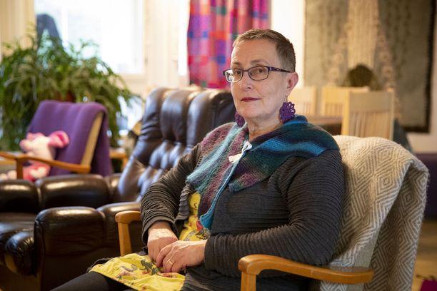 Vuosi sitten Kirsi Vikmanilta löydettiin keuhkosyöpä. Samaan aikaan todettiin uniapnea. - Kumpikin tuli ihan samalla tavalla puskista.