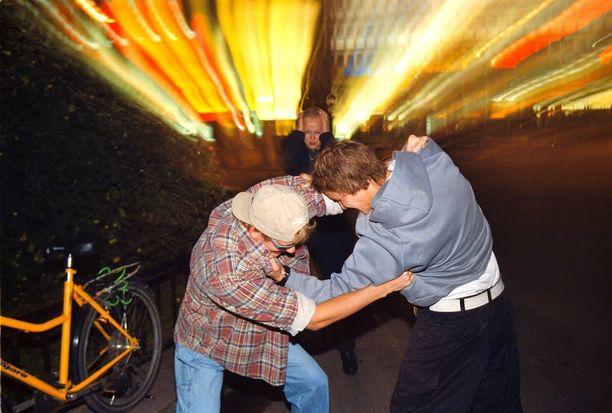 Ryöstö tapahtui perjantai-iltana kadulla Vuosaaressa (kuvituskuva).