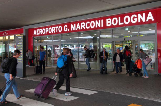 Bolognasta matkustajat kuskattiin Firenzeen linja-autoilla. Matka on noin 100 kilometriä.