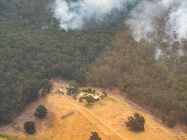 Maasto- ja metsäpalot roihusivat Victorian alueella Australiassa keskiviikkona.