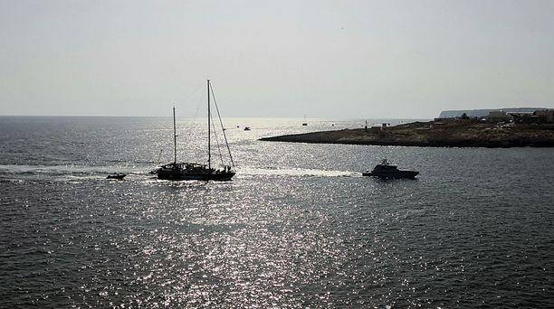 Libyasta Eurooppaan matkaavia siirtolaisia pelastetaan jatkuvasti Välimerellä. Tämä kuva on otettu  heinäkuun alussa Sisilian edustalla.