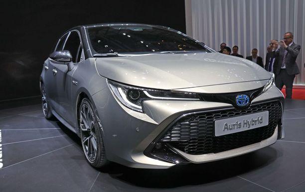 Uuden ensi vuonna markkinoille tulevan Corollan ilme tämä, vaikka keväällä esitellyssä konseptiautossa kilvissä luki vielä Auris.