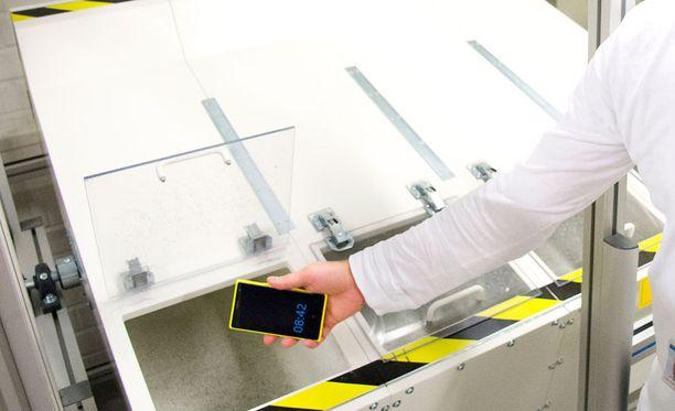 Pudotustesteri oli käytössä jo vuonna 2013, jolloin laitteen sisällä pyöri muun muassa Lumia-puhelimet.