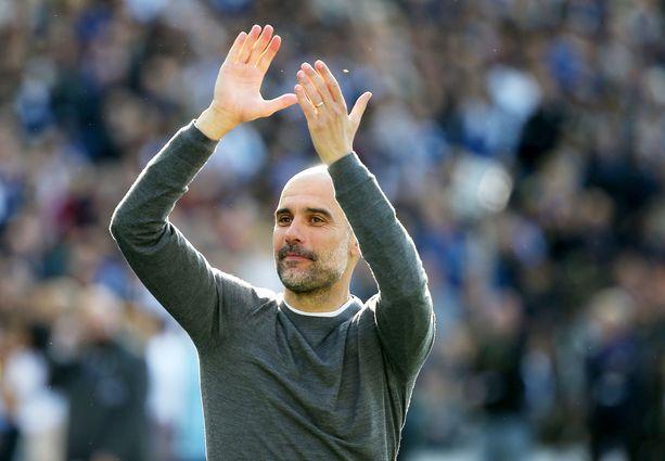 Pep Guardiolan Manchester City saalistaa kauden kolmatta kannuaan.