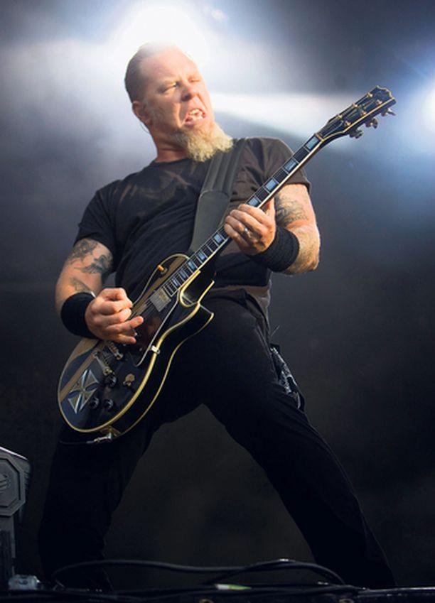 – Loistavaa laulua, James Hetfield kiitteli suomalaisyleisöä.
