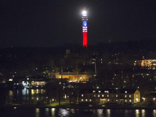 Tukholman Kaknäsin tv-torni suljettiin ulkovallan aiheuttaman turvallisuusuhan vuoksi, uutisoi SVT.