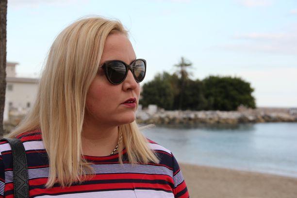 Perheenäiti Anna Anorh ei kaipaa elämäänsä kurahaalarirumbaa. Espanjassa ulkoilu on vaivatonta vuoden ympäri. - Andalusian aurinko lataa akkuni joka päivä. Täällä jaksan paremmin kuin aikoinaan Suomessa hämärinä syksyn ja talven päivinä, Anorh kertoo.